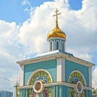 Успенский собор в Ташкенте) строения, где люди, набирают освещённую воду. :: alexandr lin