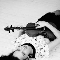 Анна и скрипка :: Анастасия Сидорова