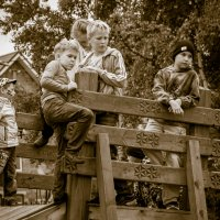 Ребята с нашего двора. :: Владимир Батурин