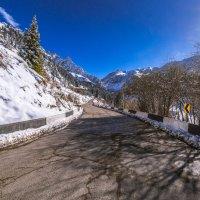 Домик и дорога на ледники :: Марат Макс
