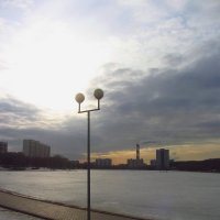 Гольяновский пруд еще подо льдом :: Андрей Лукьянов