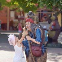 Бабушка, а почему у тебя такой большой нос? :: Антон Сологубов
