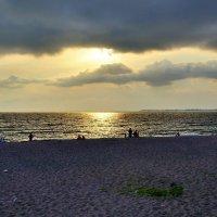Пляж в Абхазии :: Денис Кораблёв