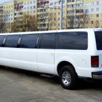 Свадебный лимузин-почти автобус... :: Александр Прокудин