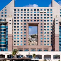 Вид сквозь гостиницу на арабский квартал :: Witalij Loewin