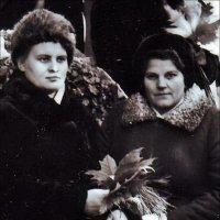 Мама в Никитском саду. 1967 г.. :: Нина Корешкова