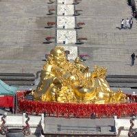 Китай  г  Урумчи  Бог благополучия  и радости :: Виталий  Селиванов