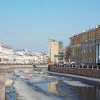 Река Мойка  в Санкт-Петербурге, мартовский лёд :: Весна