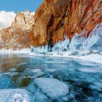 Скалистый берег Ольхона :: Анатолий Иргл