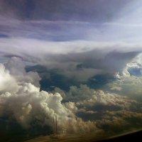 """Грозовое облако с """"наковальней"""" до 11 000м. В 30ти км от нас ,обходим не ближе 15 км. :: Alexey YakovLev"""