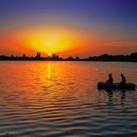 Закат на  озере г.Сухум :: Евгений Небензя