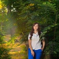 Анастасия,фотосессия в Таганроге,позирует в парке. :: Раскосов Николай