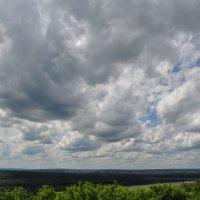 Облачное небо над рекой и лесом :: Сергей Тагиров