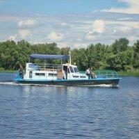 Кораблик по Волге гуляет... :: Лидия (naum.lidiya)
