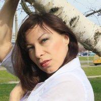 Весенний портрет... :: Елена