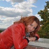 Портрет девушки на фоне облачного неба :: Сергей Тагиров