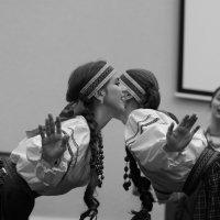 """Из серии """"Хроника одной репетиции"""". Кумление девушек :: Михаил Зобов"""