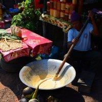Приготовление пальмового сахара :: Юрий Белоусов