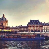 На теплоходе в городе Париже. :: Виктор Никаноров