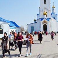 У входа в храм :: Владимир Болдырев