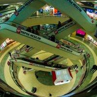 В торговом центре :: Андрей Воробьев