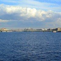 На реке Неве :: Сергей Карачин