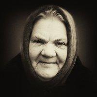 милая добрая бабушка :: Жанна ..