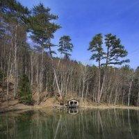 Избушка на тихом озере :: M Marikfoto