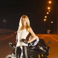Девушка и мотоцикл :: Сергей Левит