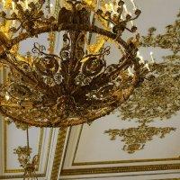 gold chandelier :: Юлия Анискина