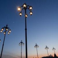 Апрельский вечер на Патриаршем мосту :: Константин Фролов