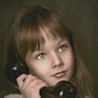 Девочка с телефоном :: Татьяна Фирсова
