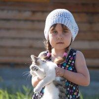 Девочка с котенком :: Надежда Преминина