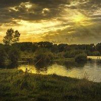 Вечерняя рыбалка на Красном озере. Кемерово, август :: Edward Metlinov