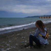 Девушка на берегу :: valeriy khlopunov