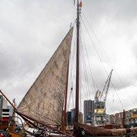 Парусник в порту :: Witalij Loewin