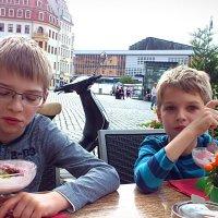 поедание мороженого в Дрездене :: Ольга Богачёва