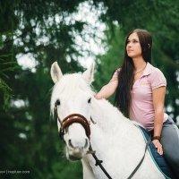 Прогулка на лошадях :: Valeriy Nepluev