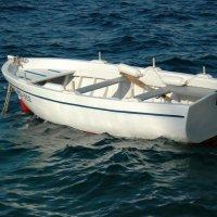 лодка в заливе :: Александр Матюхин
