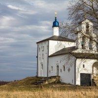 Старинный храм :: Сергей Залаутдинов
