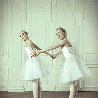 Блезняшки в танце жумчужинок :: Ирина Лепнёва
