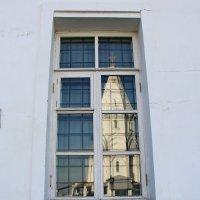 В оконных стеклах белоснежный храм. :: Маргарита ( Марта ) Дрожжина