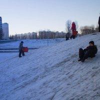 Зимние забавы. На горке :: Alena Cyargeenka