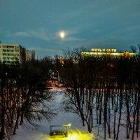 Улица,луна,фонарь. :: Константин Вавшко