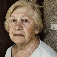 Одна пожилая женщина :: Lidiya Dmitrieva