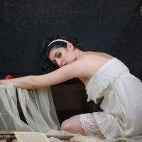 Девушка в белом :: Оксана Резниченко