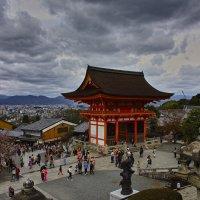 Буддийский храмовый комплекс в районе Хигасияма города Киото (Япония), Отовасан Киёмидзу-дэра :: Андрей Спиридонов