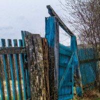 Ворота сельского погоста :: Владимир Шамота