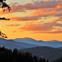 Вечер в горах :: Сергей Чиняев