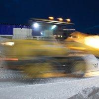 Уборка снега :: людмила Миронова